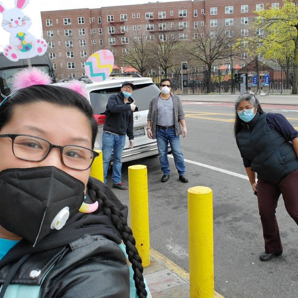 Bringing the first Meal to Heal delivery to Elmurst Hospital, Queens. Courtesy the artists.